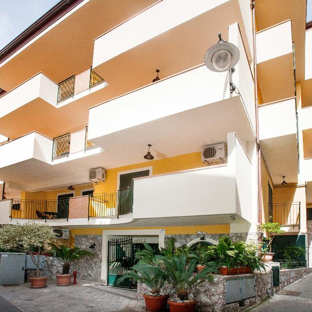 Op Reisbestemming Italie is alles over Sicilië te vinden: waaronder Letojanni en specifiek Appartementen Le Tartarughe (Appartementen-Le-Tartarughe6123092)