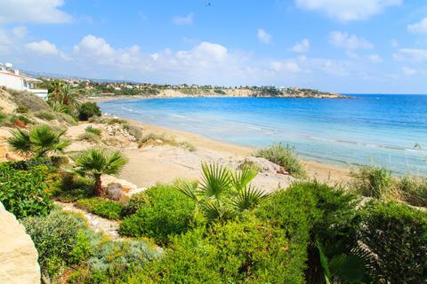 Goedkope zonvakantie Cyprus. 🏝️Fly & Drive Cyprus Larnaca - 3 & 4 sterren - Inclusief huurauto