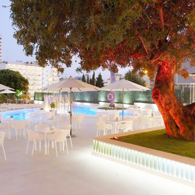Online bestellen: Aparthotel Primavera Park