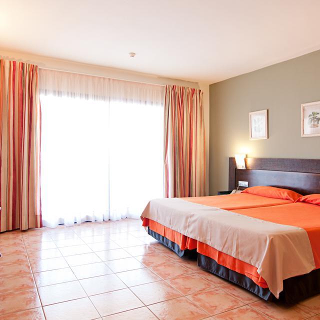 Hotel Paradise Lago Taurito reviews