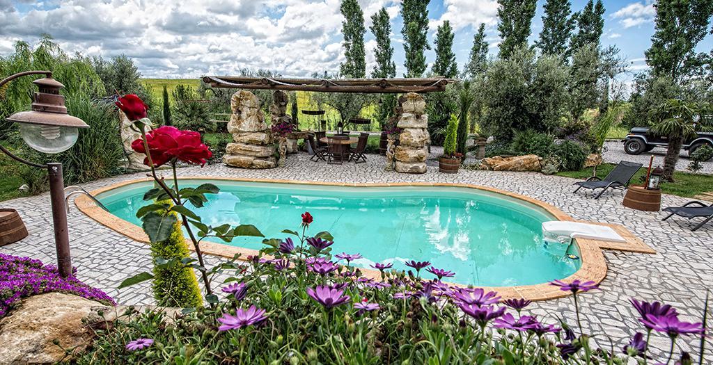 Bijzondere accommodaties Il Giardino dei Flintstones B&B in Cerveteri (Lazio, Italië)