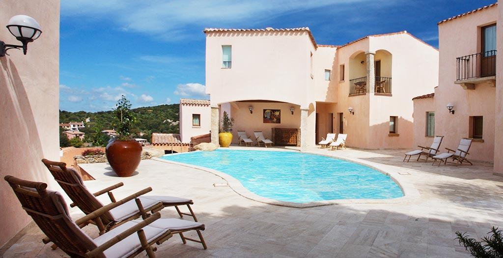 Bijzondere accommodaties Hotel Arathena in San Pantaleo (Sardinië, Italië)