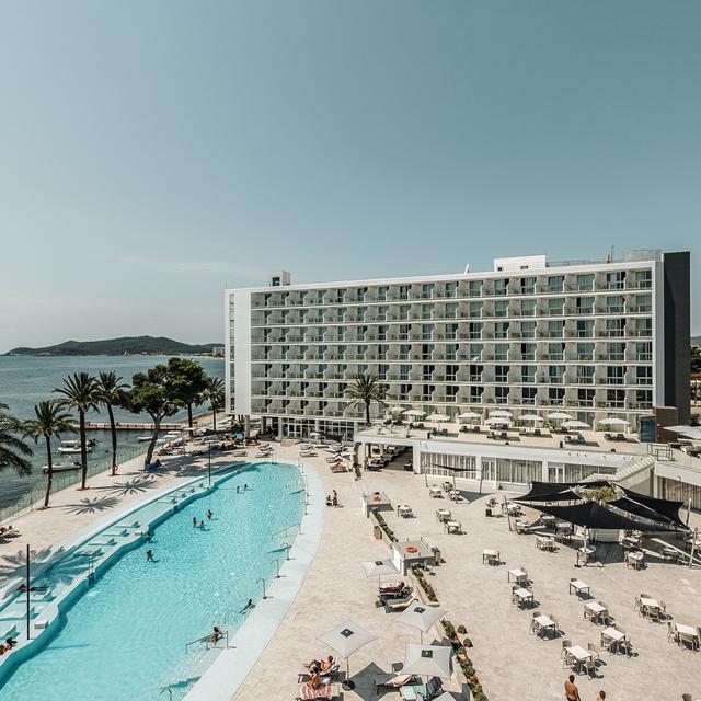 Meer info over The Ibiza TwIIns (voorheen Hotel Sirenis)  bij Sunweb zomer