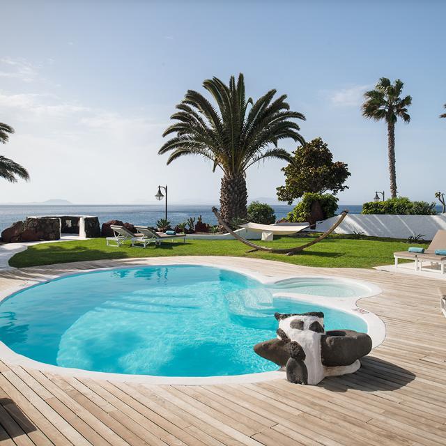 Meer info over Kamezi Boutique Villas inclusief huurauto  bij Sunweb zomer