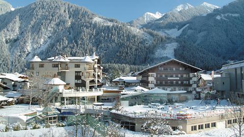 Hotel strass ski gletscherwelt zillertal 3000 for Design hotels skiurlaub