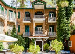 New Helvetia Hotel- inclusief huurauto